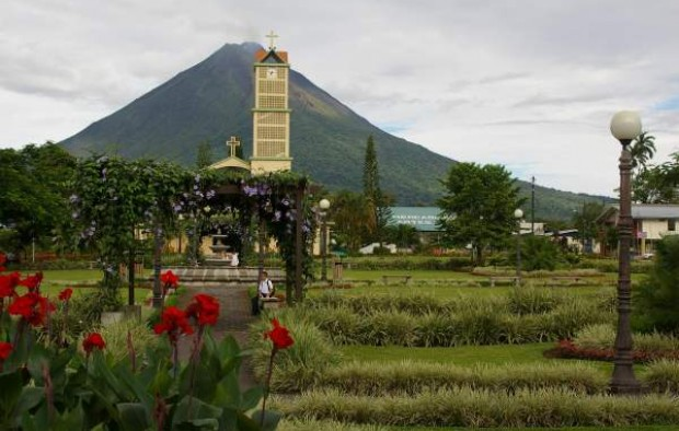 Arenal_Volcano_seen_from_La_Fortuna,_Costa_Rica