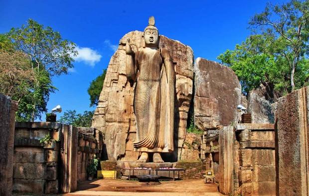 Big statue of Buddha - Awukana , Sri lanka - Lumle holidays
