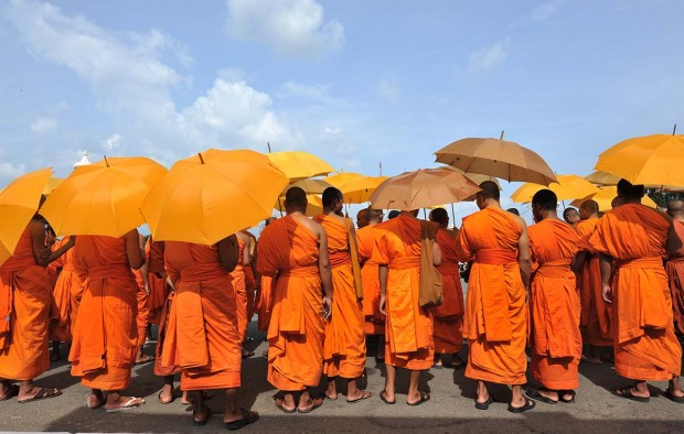 Monks in Cambodia - Lumle holidays