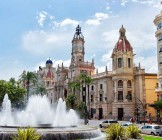 Town Hall and Square with fountain in Valencia - Lumle holidays